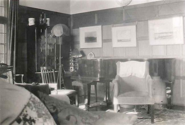 The drawing room of Bredon House when the Gardiners lived there The oak panelling in the drawing room will look very familiar to those who know Bredon House. Half of the Drawing Room is now incorporated into the Karen Spark Jones Room, and half into the Old Combination Room, which also takes in the former Day Nursery and Dining Room. (Photograph from the Gardiner Family Photograph Albums, Wolfson College Archives, with kind permission of Celia Haddon)