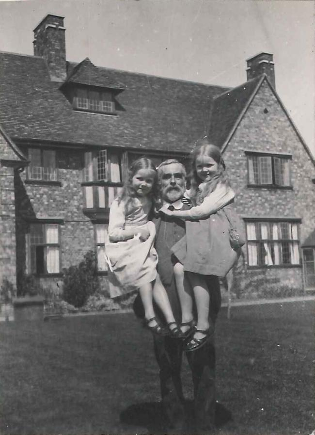 J S Gardiner with his daughters, Joyce and Nancy, 1919 John Stanley Gardiner with his daughters, Joyce and Nancy, in the garden at Bredon House in 1919 (from the Gardiner Family Photograph Albums, Wolfson College Archives, with kind permission of Celia Haddon).