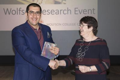 Mohammad Mofatteh receiving his prize from President Jane Clarke
